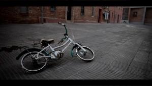 FOTO: Àlex Vinyals  Una bici als blocs